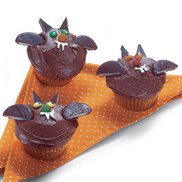 batty-cupcakes-halloween-recipe-photo-260-FF1004ALMAA02